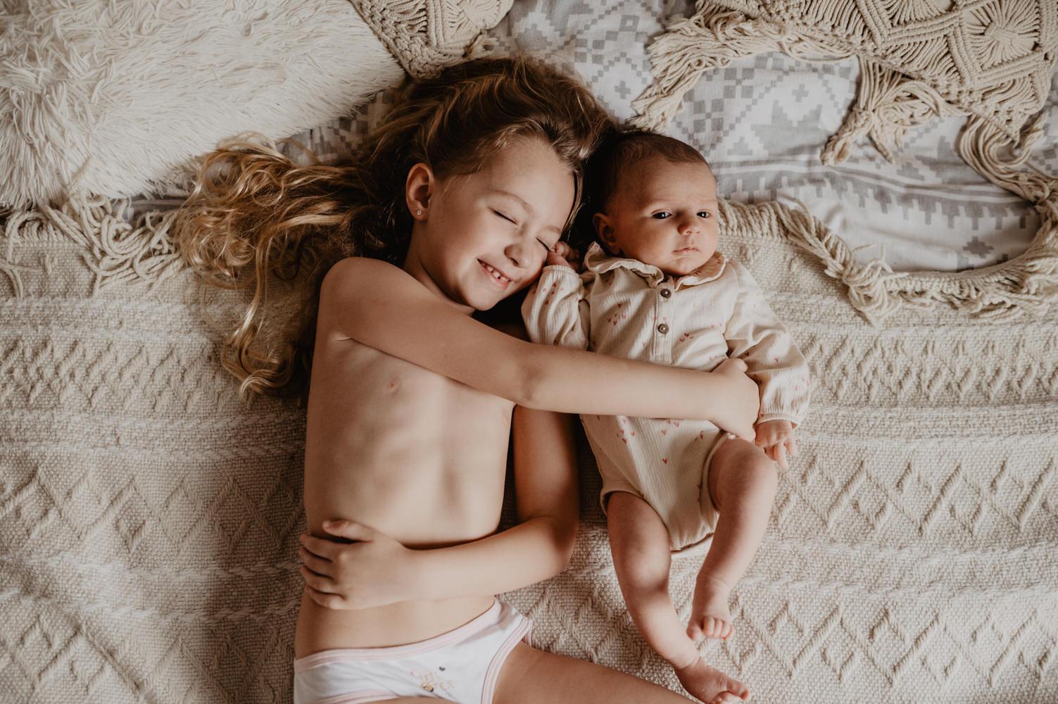 photographe famille maternage mariage paris - reportage famille a domicile - portrait d enfant naturel - leslie photographie