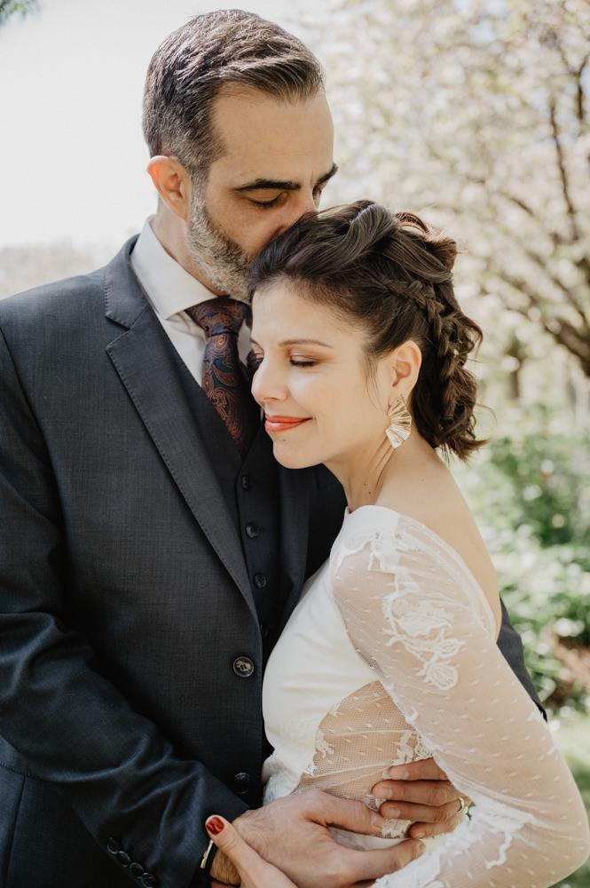 seance photo couple mariage paris - photos mariés rues de paris - photos naturelles mariage - inspiration photo mariage paris - leslie photographie