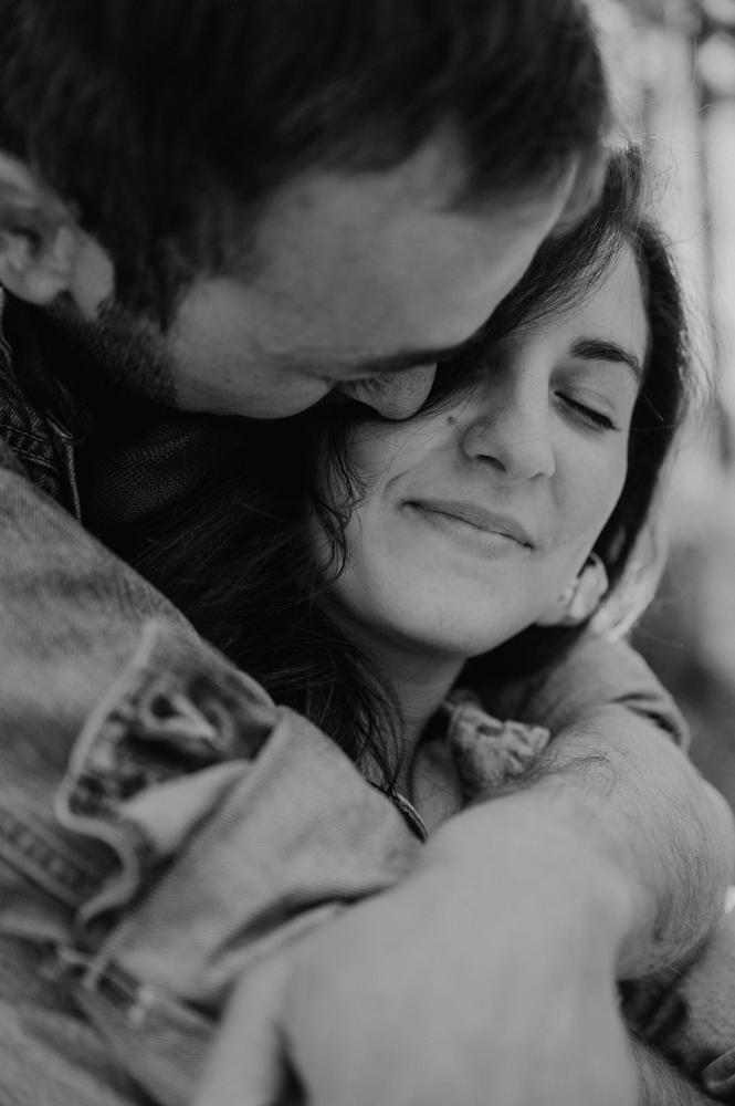 seance photo engagement - photographe mariage lifestyle paris - séance photo couple naturel - leslie photographie